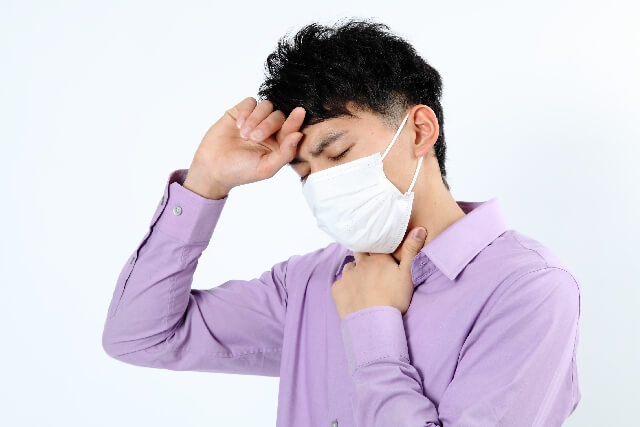 マスクをした男性